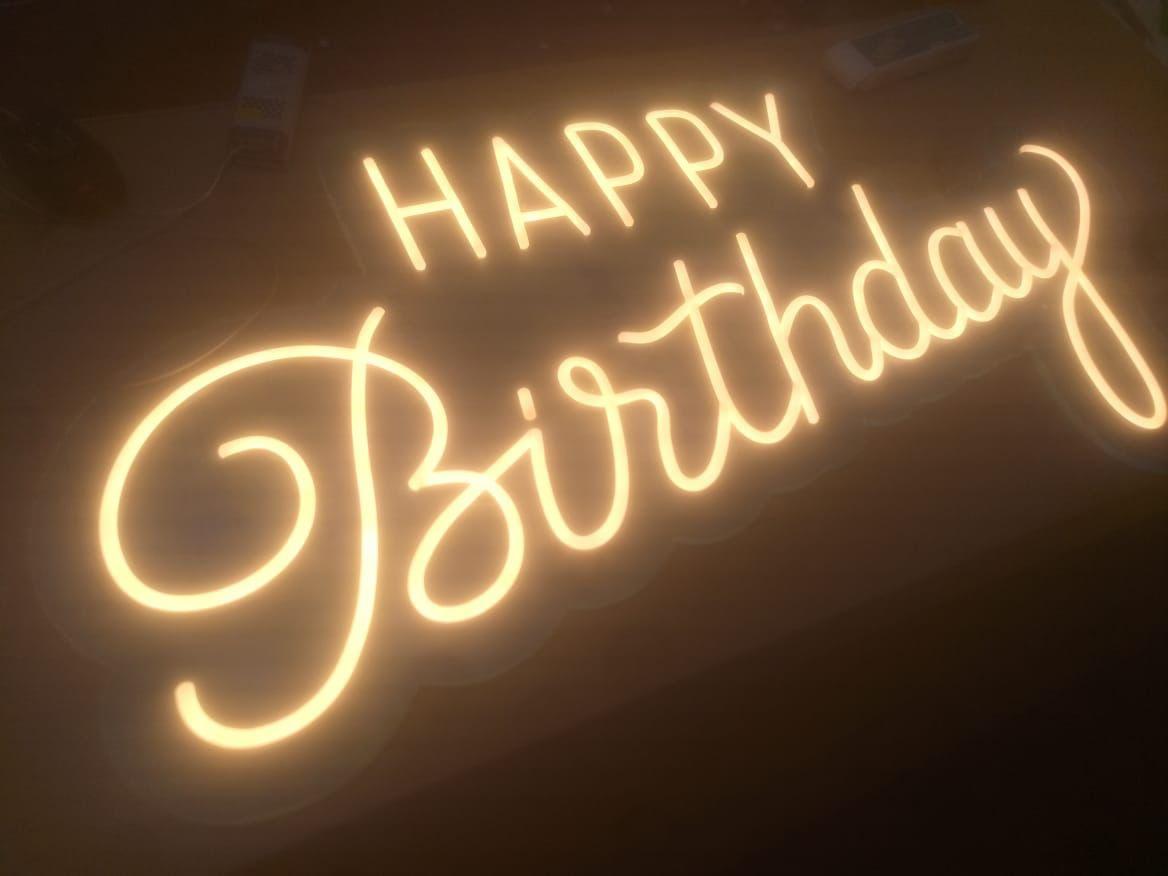 Неоновая надпись Happy Birthday